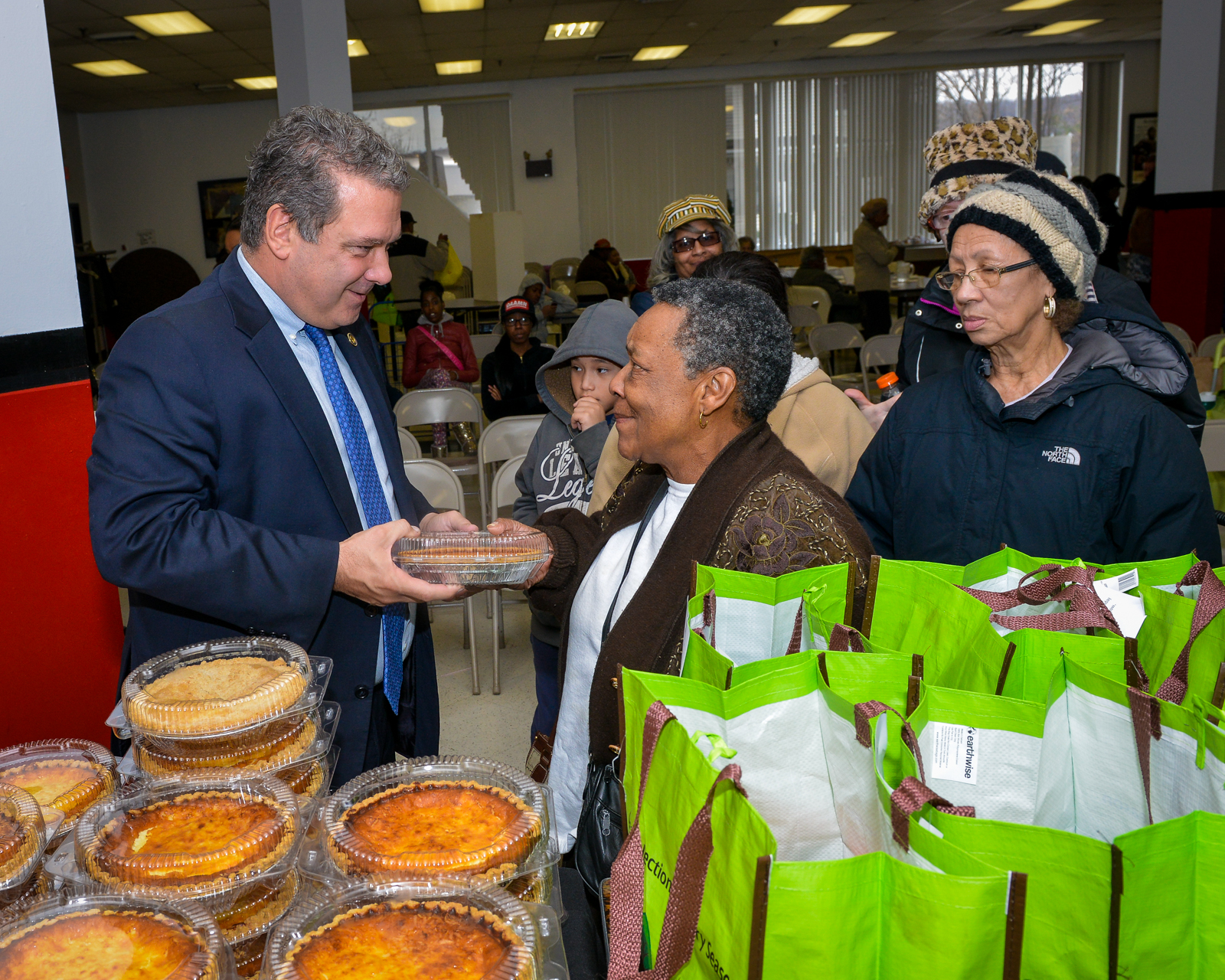 Mayor Mike Spano donates Thanksgiving Meals to Needy Families
